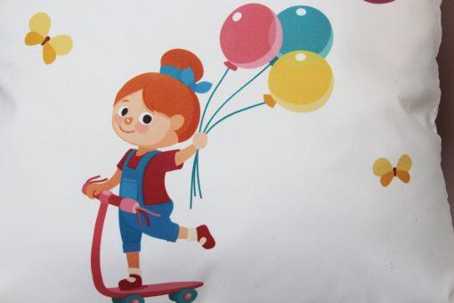 Cojín niña en monopatín Original Custom